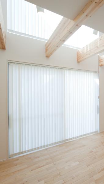 外気と室内の熱を遮断し、結露を防ぐ断熱サッシ
